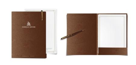 Carpeta. Se imprime con una tinta cubriente sobre papel Sirio Pearl Fusion Bronze de Fedrigoni de 300 gr.